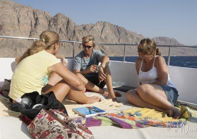 12 augustus 2009 - Duik briefing op de boot naar Gabr el Bint, Egypte